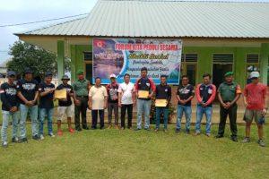 Rombongan FKPS saat foto bersama usai melaksanakan kegiatan Bakti Sosial.