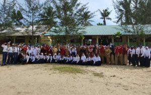 Foto bersama usai pelaksanaan Upacara Bendera.