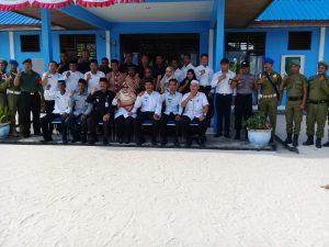 Foto bersama usai pelaksanaan apel di SMPN 03 Satu Atap Desa Teluk Buton.