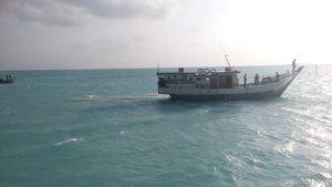 KM Raja Fisabilillah milik Pemerintah Kecamatan Pulau Laut, saat melakukan penyelamatan atas tenggelamnya KM Sumber Anugerah.