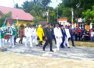 Peserta upacara saat memasuki lapangan.