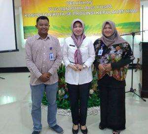 Kadis PPPA-PPKB Kepri, Misni, saat foto bersama Anggota Forum PUSPA Kabupaten Natuna.