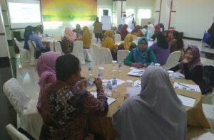 Para peserta kegiatan saat mendengarkan pemaparan materi dari narasumber.