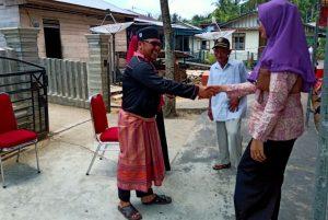Masyarakat Sedanau hilir mudik mendatangi rumah Marzuki.