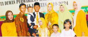 Junaidi foto bersama keluarga tercinta, di acara Pelantikan Anggota DPRD Natuna periode 2019-2024.
