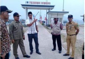 Ketua DPRD Natuna, Andes Putra, saat meninjau lokasi pembangunan PLBN di Kecamatan Serasan.