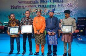 Foto bersama Bupati Natuna dan Kadis Kominfo Natuna.