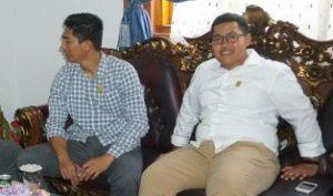 Ketua DPRD Natuna Andes Putra dan Wakil Ketua I Daeng Ganda Rahmatullah, saat menyambut kehadiran para pengurus MPC Pemuda Pancasila Natuna.