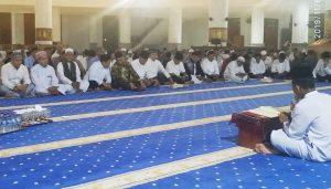 Tampak salah seorang Santri saat melantunkan ayat suci Al-Qur'an.
