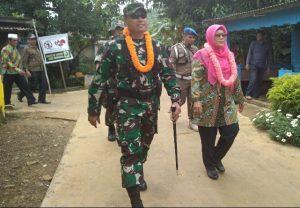 Rombongan Dandim Natuna dan Wabup Natuna, saat menuju kelokasi upacara.