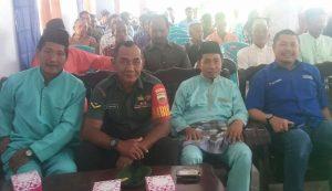 Tampak Babinsa Mekar Jaya Serda Azhar Tanjung duduk diantara para tamu undangan yang hadir.