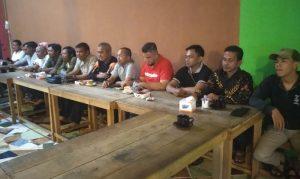 Para pimpinan OKP, Ormas dan Mahasiswa Natuna, saat menggelar konfernsi pers.