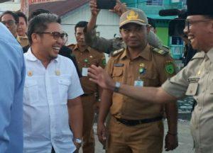 Wakil Ketua II DPRD Natuna, Jarmin Sidik dan Ketua Komisi II DPRD Natuna, Marzuki, saat berada di Kelurahan Sedanau.