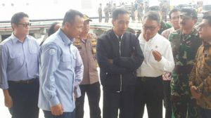 Presiden Jokowi didampingi Menteri Kelautan dan Perikanan RI Edhy Prabowo.