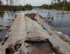 Inilah kondisi jembatan darurat sungai semala Kelarik, ketika hujan turun.