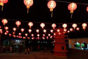 Ratusan lampion menghiasi Kelenteng Te Fuk Ci Penagi, untuk menyambut tahun baru Imlek 2571 Kongzili.