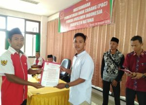 Penyerahan SK PAC Pemuda Muslim Kecamatan Pulau Laut.