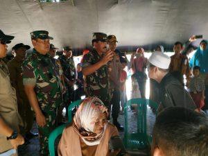 Panglima TNI Marsekal Hadi Tjahjanto saat bertatap muka dengan masyarakat Natuna dalam kegiatan Bakti Sosial.