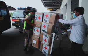 Bantuan masker dari PMI Pusat tiba di Bandara Lanud Raden Sadjad Natuna.