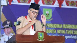 Wan Siswandi saat menyampaikan kata sambutan, usai melantik pengurus Kwartir Pramuka Pulau Laut periode 2019-2024.