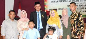 Husin foto bersama keluarga tercinta usai dilantik.