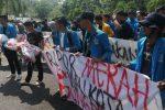 Dinilai Rapor Merah, Puluhan Mahasiswa Geruduk Kantor Wali Kota Tanjungpinang