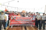Polisi, BUMD, Melayu Raya dan Yayasan Heng Heng Sia Bagikan Paket Sembako ke Nelayan