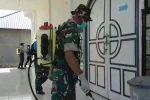 Tangkal Covid-19 Diujung Utara NKRI, Babinsa Pulau Laut Ikut Semprot Disinfektan